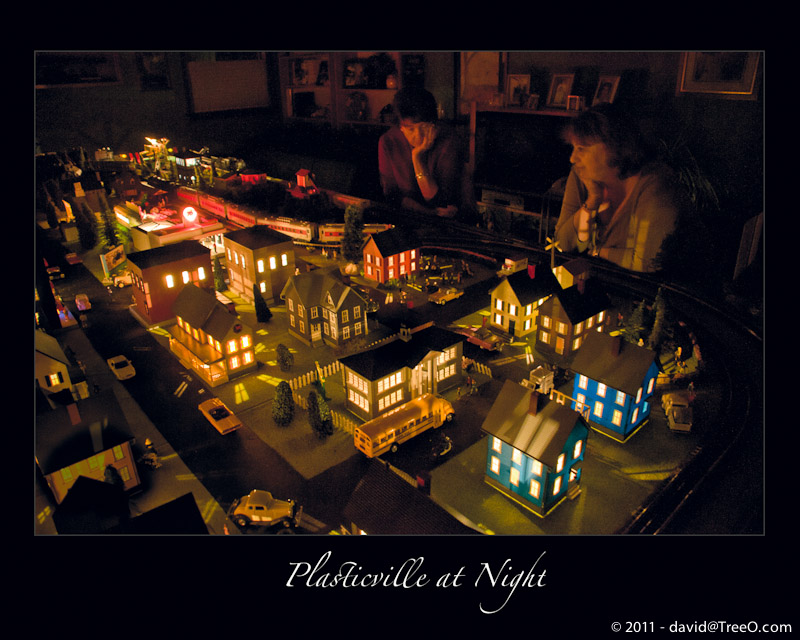 Plasticville at Night – Toy Trains for Christmas